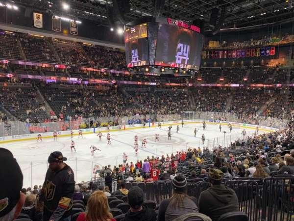 T-Mobile Arena, secção: 13, fila: V, lugar: 19