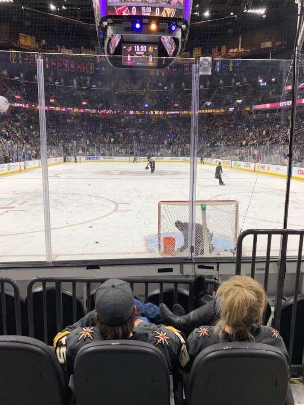 T-Mobile Arena, secção: 10, fila: C, lugar: 9