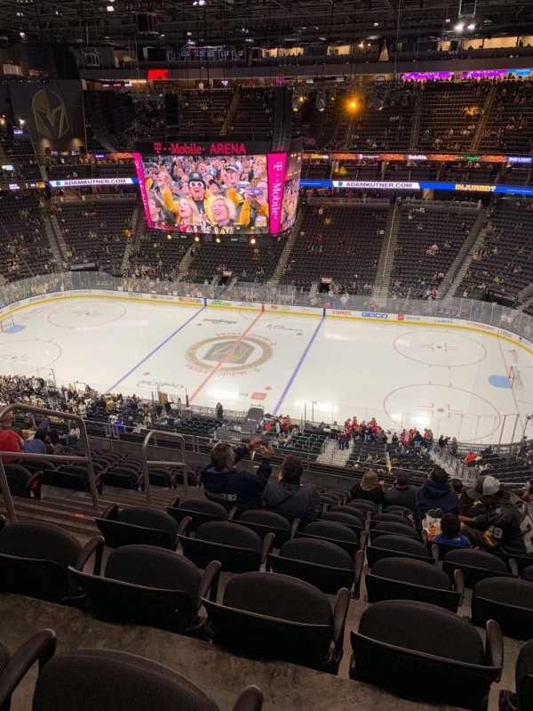 T-Mobile Arena, secção: 207, fila: L, lugar: 5