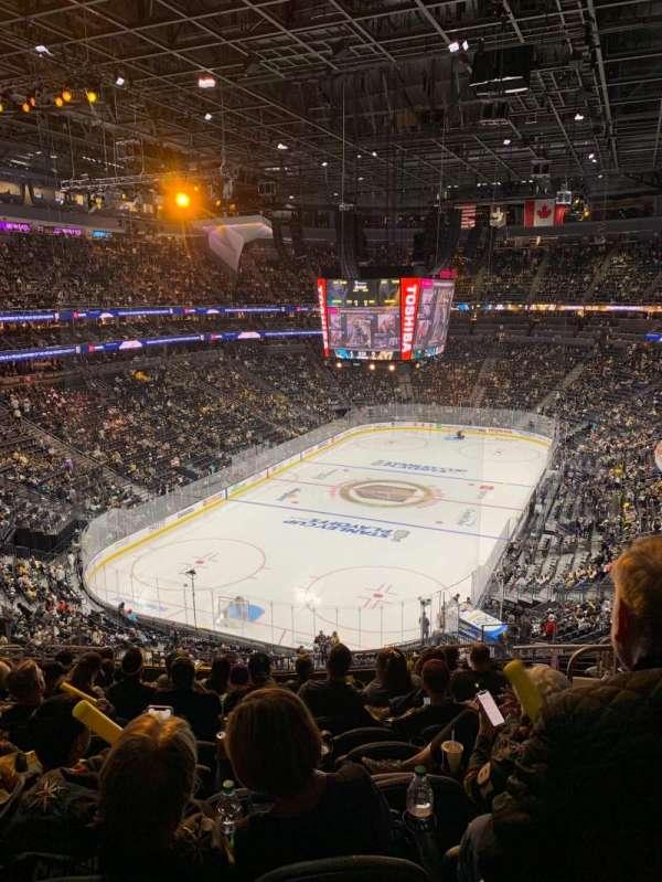 T-Mobile Arena, secção: 103, fila: M, lugar: 10