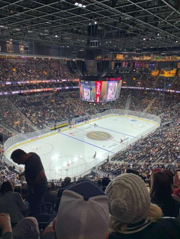 T-Mobile Arena, secção: 218, fila: M, lugar: 9