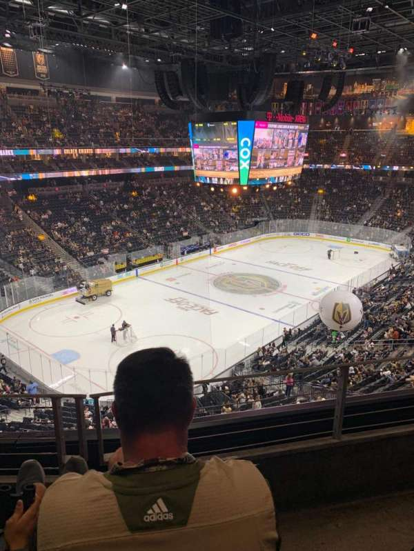 T-Mobile Arena, secção: 218, fila: B, lugar: 8