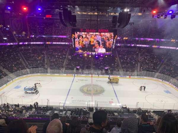 T-Mobile Arena, secção: 205, fila: F, lugar: 9