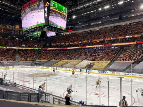 T-Mobile Arena, secção: 8, fila: J, lugar: 8