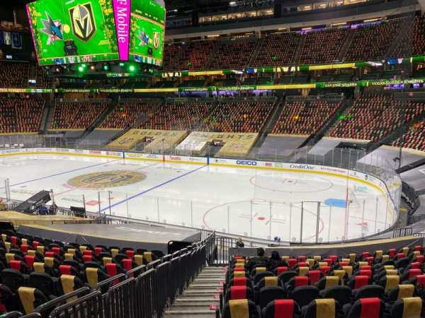 T-Mobile Arena, secção: 8, fila: U, lugar: 1