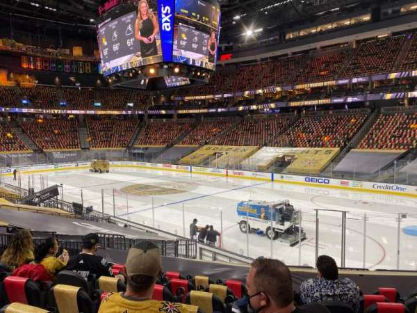 T-Mobile Arena, secção: 8, fila: N, lugar: 11