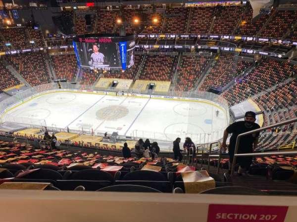 T-Mobile Arena, secção: 207, fila: TT