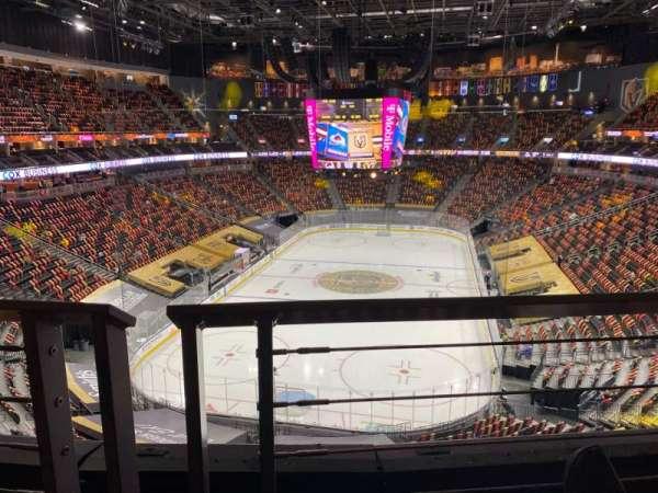 T-Mobile Arena, secção: 215, fila: A, lugar: 8