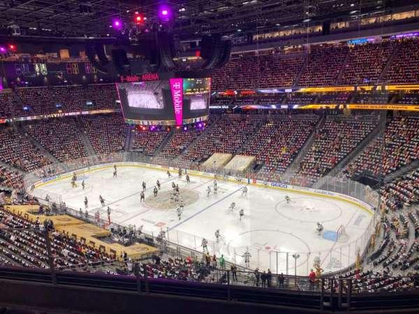 T-Mobile Arena, secção: 209, fila: D, lugar: 6