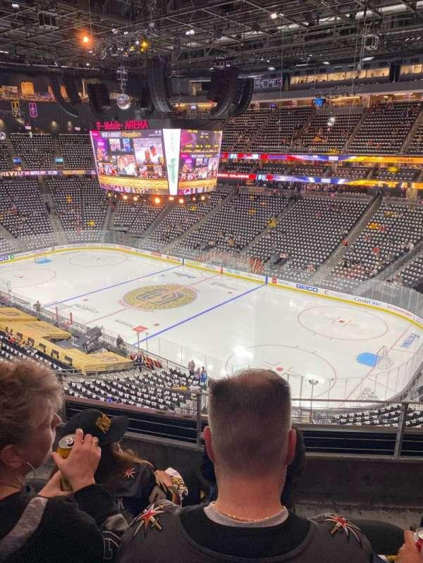T-Mobile Arena, secção: 209, fila: C, lugar: 8