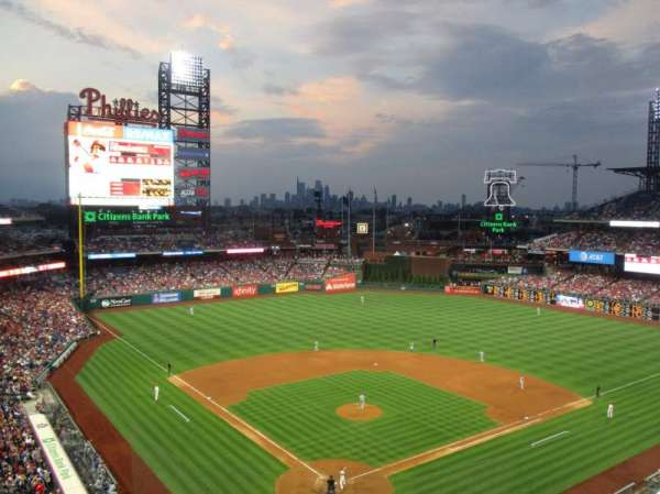 Citizens Bank Park, secção: 320, fila: 2, lugar: 10