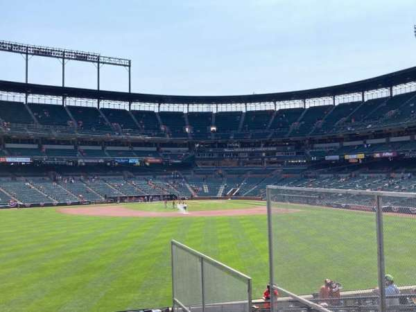 Oriole Park at Camden Yards, secção: CENTER, fila: FIELD, lugar: SRO