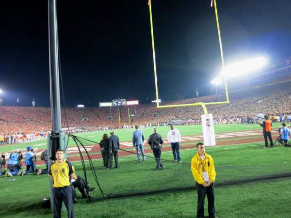 Rose Bowl, secção: Tunnel 11, fila: N, lugar: 5-6