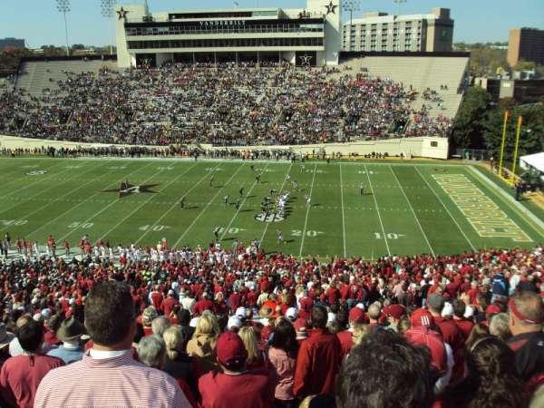 Vanderbilt Stadium, secção: U, fila: 55, lugar: 15-16