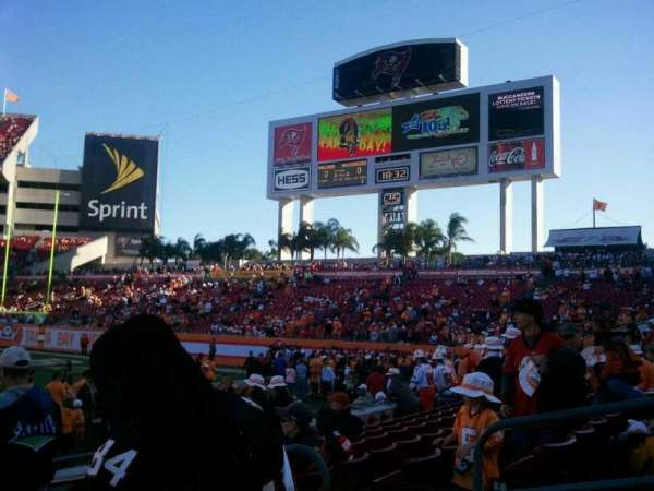 Raymond James Stadium, secção: 113, fila: f