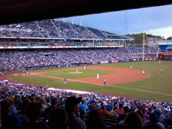 Kauffman Stadium, secção: 241, fila: PP, lugar: 6