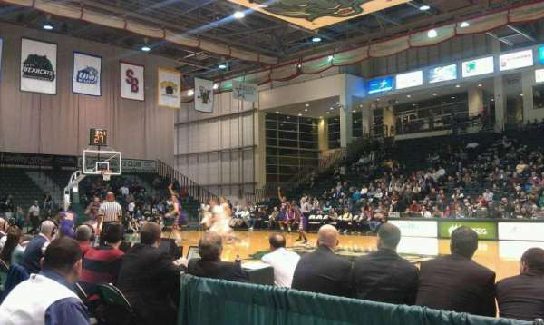 Binghamton University Events Center, secção: 103, fila: B, lugar: 8