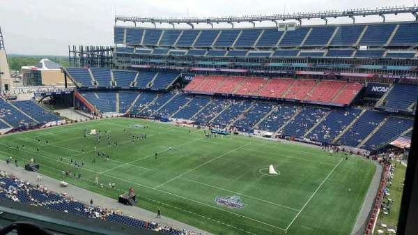 Gillette Stadium, secção: Suite B64