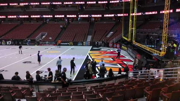 Honda Center, secção: 219, fila: L, lugar: 8