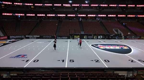 Honda Center, secção: 223, fila: L, lugar: 8