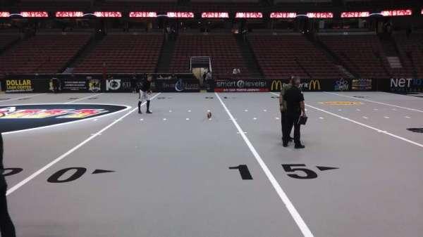 Honda Center, secção: 221, fila: A, lugar: 8