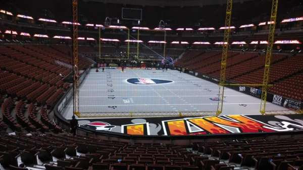 Honda Center, secção: 202, fila: S, lugar: 8