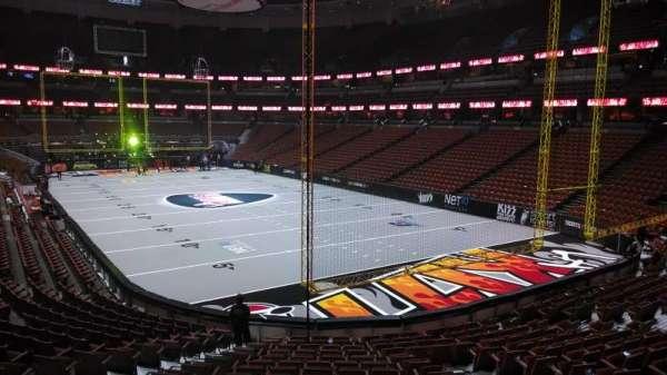 Honda Center, secção: 203, fila: S, lugar: 8