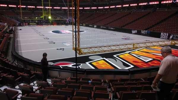 Honda Center, secção: 203, fila: J, lugar: 8