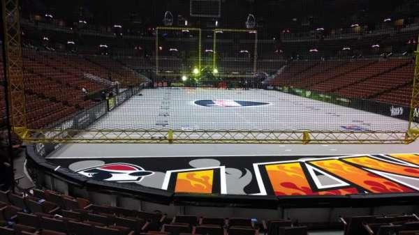 Honda Center, secção: 202, fila: J, lugar: 8
