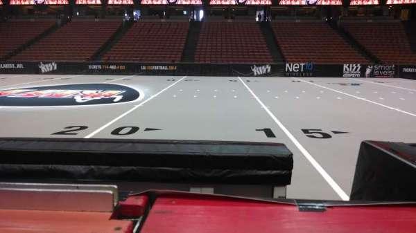 Honda Center, secção: 207, fila: B, lugar: 8