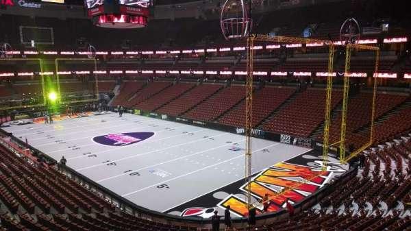 Honda Center, secção: 303, fila: C, lugar: 8