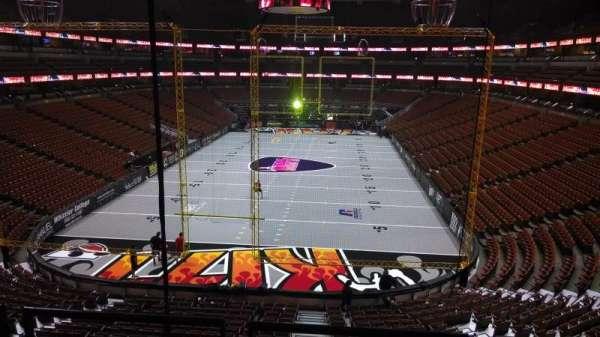 Honda Center, secção: 326, fila: C, lugar: 8