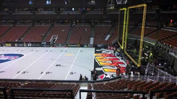 Honda Center, secção: 318, fila: C, lugar: 8