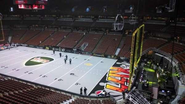 Honda Center, secção: 429, fila: B, lugar: 8