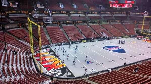 Honda Center, secção: 438, fila: B, lugar: 8