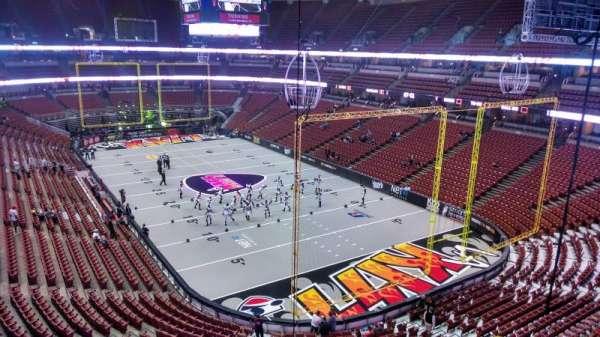 Honda Center, secção: 402, fila: B, lugar: 8
