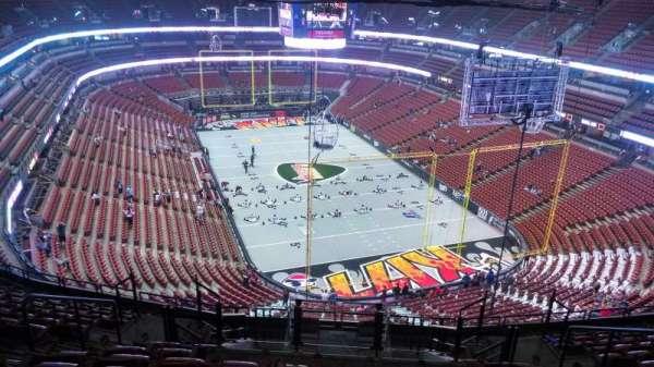 Honda Center, secção: 403, fila: N, lugar: 8