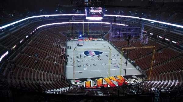 Honda Center, secção: 402, fila: N, lugar: 8