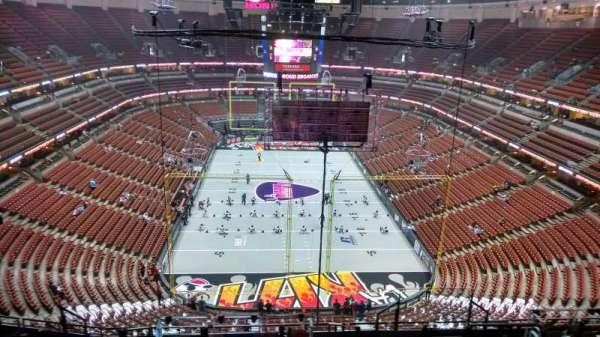 Honda Center, secção: 401, fila: N, lugar: 8