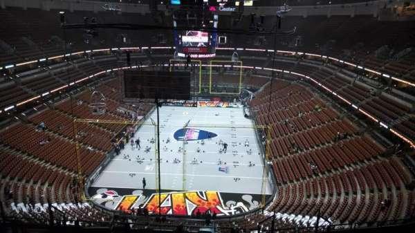 Honda Center, secção: 444, fila: N, lugar: 8