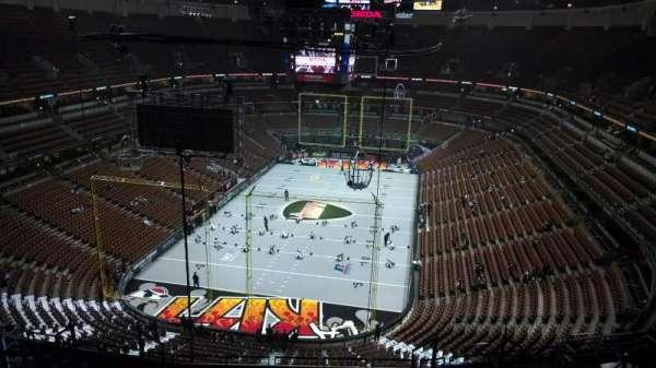 Honda Center, secção: 443, fila: N, lugar: 8