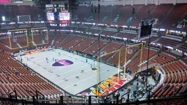 Honda Center, secção: 427, fila: M, lugar: 8
