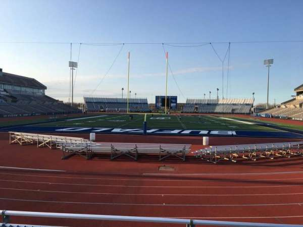UB Stadium, secção: 237, fila: A, lugar: 1