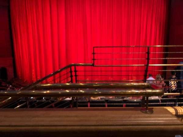 O Theatre, secção: 203, fila: O, lugar: 12