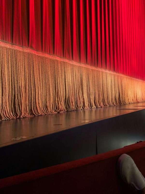 Longacre Theatre, secção: Orchestra Left, fila: A, lugar: 4