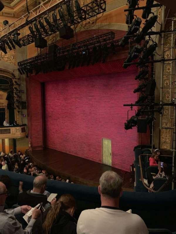 Shubert Theatre, secção: Mezzanine R, fila: D, lugar: 28
