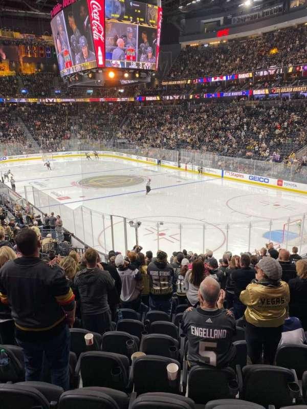 T-Mobile Arena, secção: 9, fila: T, lugar: 8