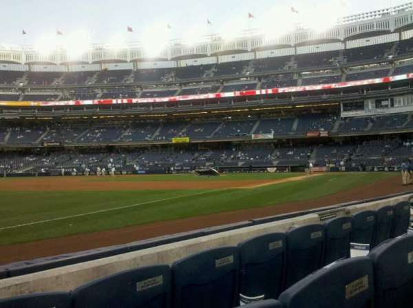 Yankee Stadium, secção: 027b, fila: 4, lugar: 10