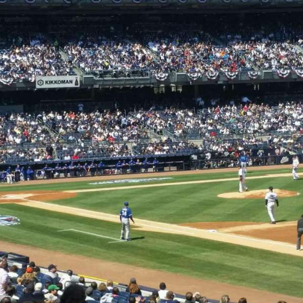 Yankee Stadium, secção: 111, fila: 26, lugar: 16