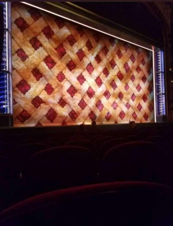 Brooks Atkinson Theatre, secção: Orchestra L, fila: H, lugar: 13